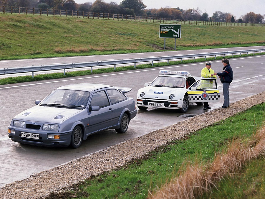 the-focus-rs-on-trial-30-years-after-a-ford-rs200-police-car