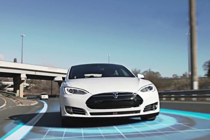 自動駕駛車撞死人,誰負責? Tesla聘蘋果工程師改良自駕系統的啟示
