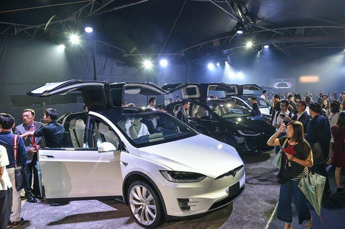 Tesla台灣首批Model X交車
