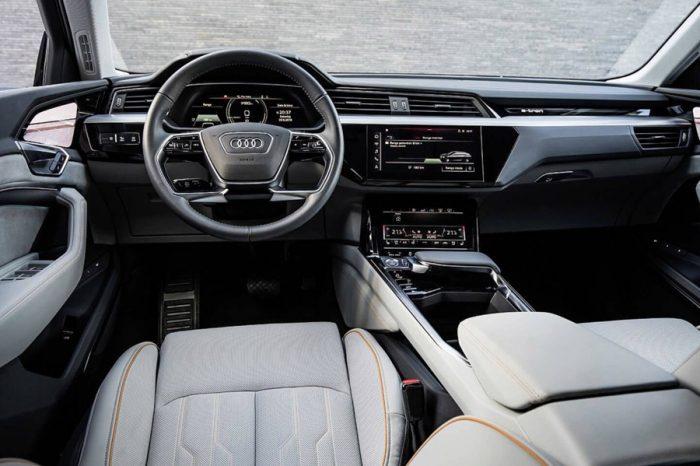 充滿濃烈未來感!Audi E-Tron擁有5張螢幕的高科技內裝搶先看!