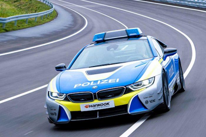 BMW改裝王者AC Schnitzer操刀i8警車(影片)
