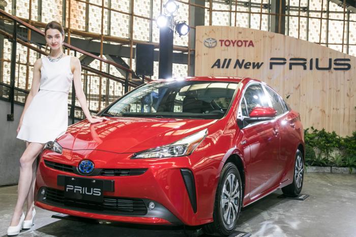 新增BSM盲點偵測警示系統及RCTA後方車側警示系統 2019年式Toyota Prius上市