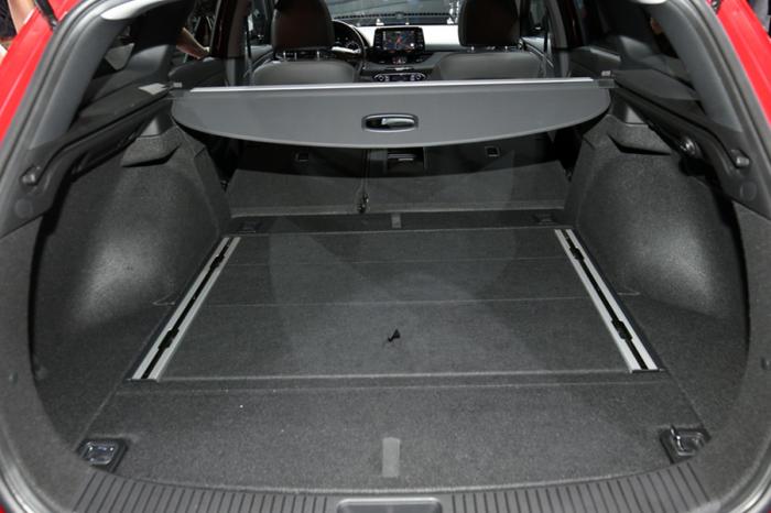 SUV/Wagon善用遮物簾 提升冷房效果