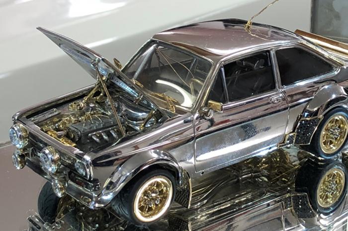 真有愛!看看用黃金白銀打造的福特Escort!