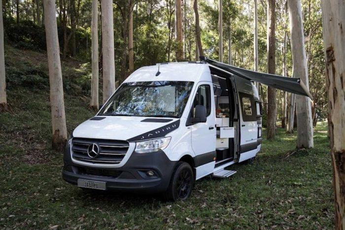 小巧思大驚喜,附旋轉式冰箱的Trakka Jabiru露營車