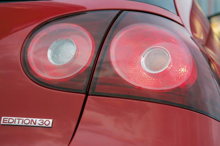 營造跑車風格不可缺的設計—圓形尾燈