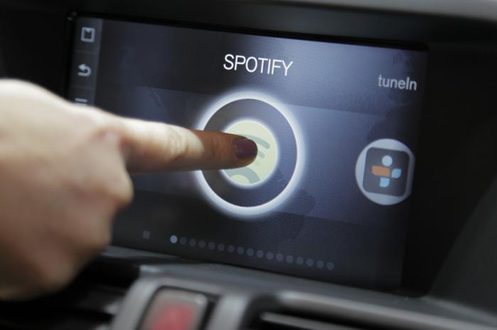觸控螢幕主機是影響行車安全的新地雷?