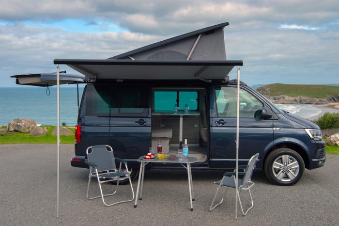 更舒適的方式露營 選擇露營車/露營拖車