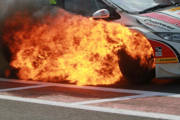火燒車頻傳 該給愛車準備滅火器嗎??