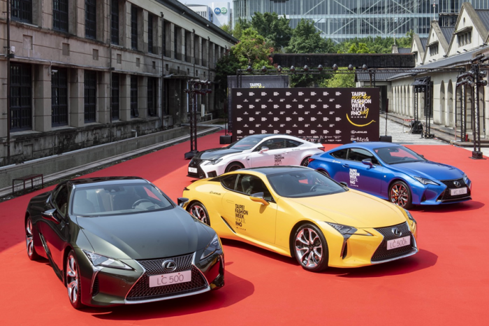 Lexus LC絕美限量版現身 2019臺北時裝週
