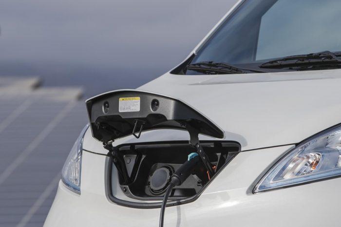 停車不熄火的族群 未來最該換EV純電動車!