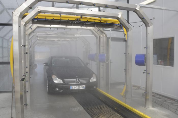 在都會區逐漸消失的隧道洗車機