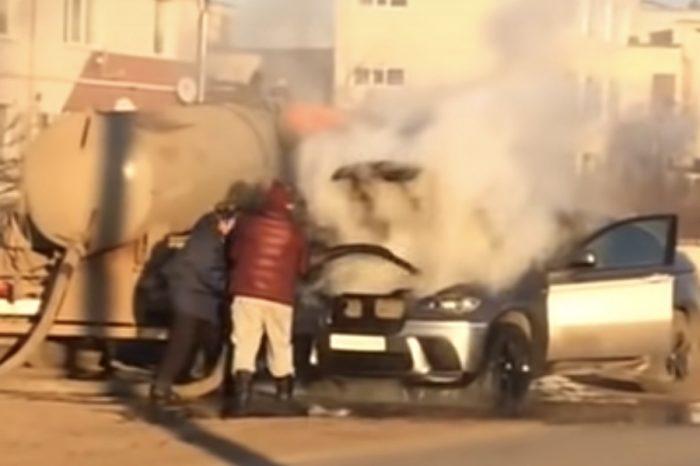影/愛車起火遇上水肥車...要臭還是要救?你會怎麼選?