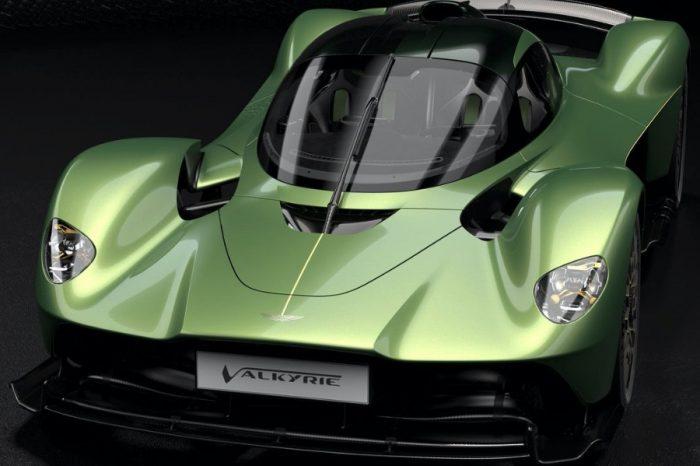 備用引擎也能選配?霸氣Aston Martin Valkyrie車主直接多買2顆!