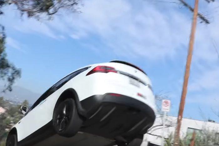 影/Tesla Model X竟能拉力式飛起!執行長都驚呆了