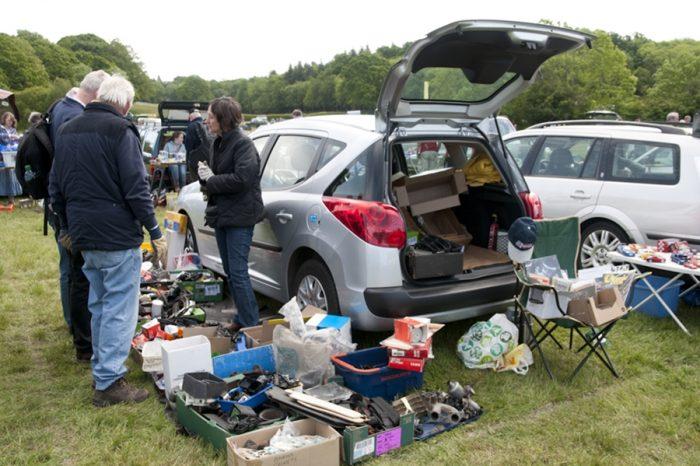 別忘了替愛車行李廂內防水墊與密閉容器 !