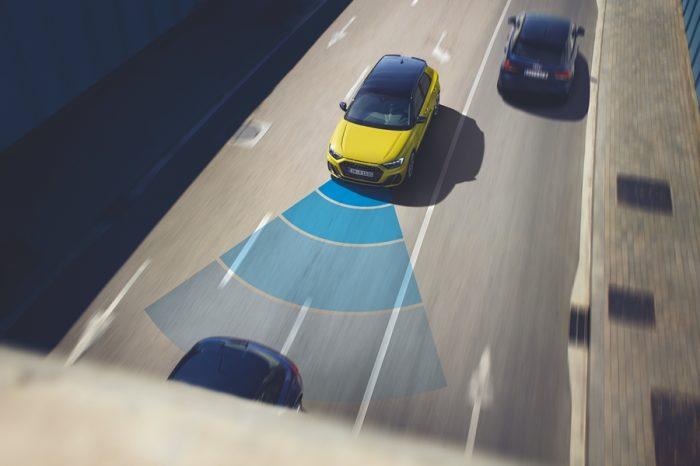 使用定速巡航時右腳該放哪才對??