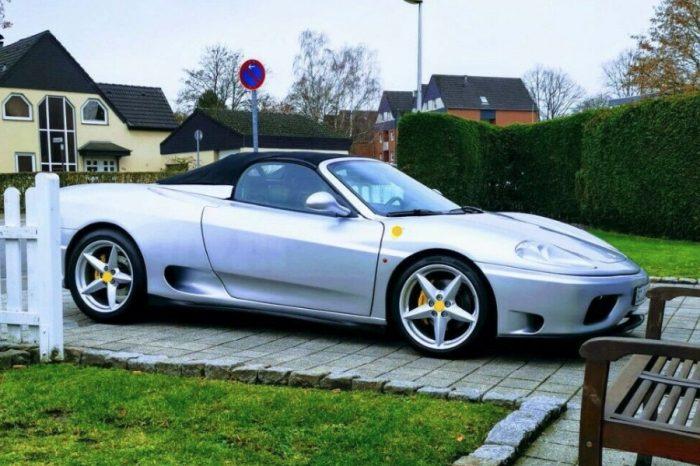 影/遠看有輛Ferrari敞篷超跑!一發動變Toyota