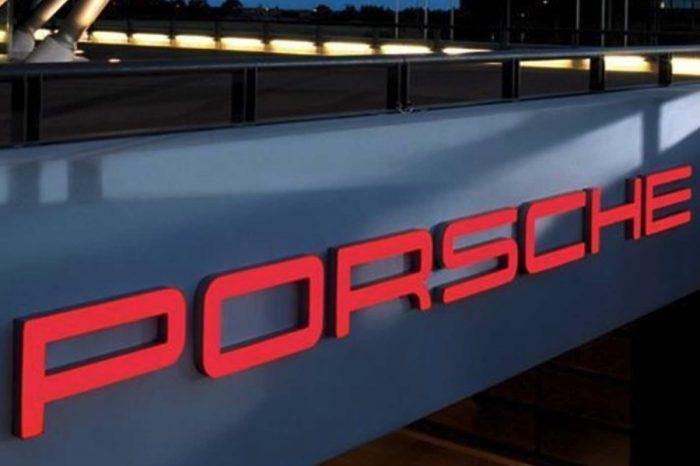36萬入主限量Porsche展間標識燈!保時捷車迷必敗