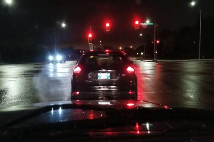 影/Ford Focus ST燒胎闖紅燈!波麗士大人就在對面...