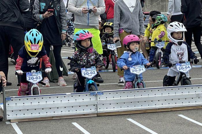 史上最萌 !麗寶賽車場辦滑步車比賽
