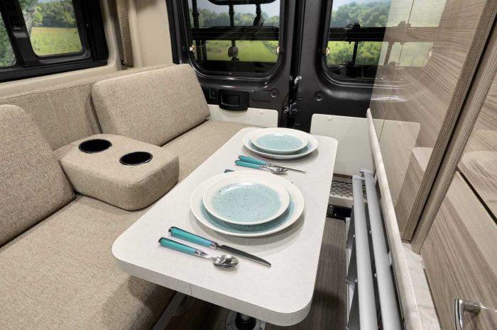 Thor Motor Coach 推出兩款小體積大機能的露營車屋