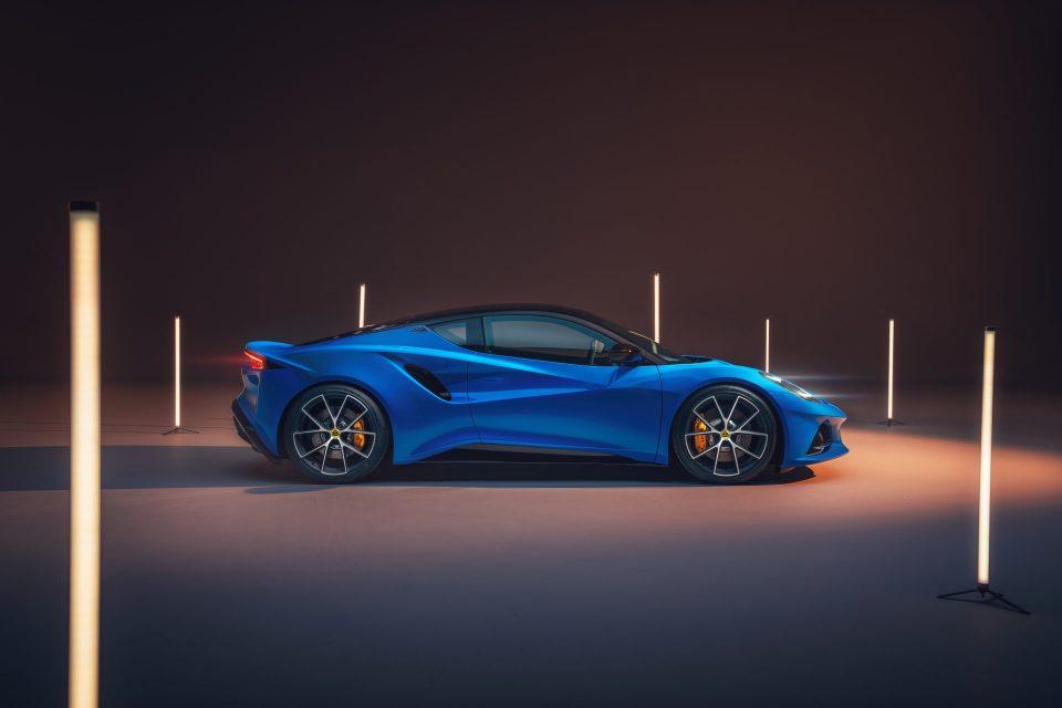 全新 Lotus Emira 疾速競化,純種英式手工跑車再掀新頁
