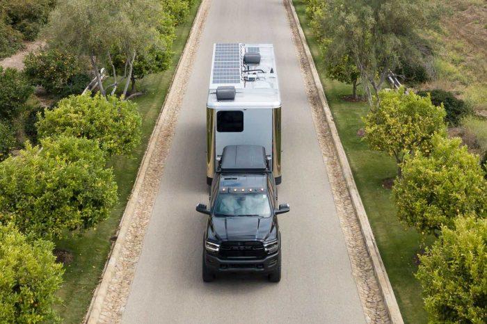Living Vehicle Pro-EV 露營車屋幾乎相當於是太陽能充電站了